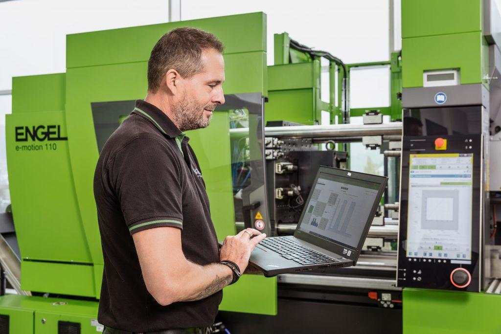 Digitale Serviceprodukte erhöhen die Verfügbarkeit von Maschinen und Anlagen und sichern auch im Fall von Krisen eine hohe Produktivität und durchgehende Lieferfähigkeit ab.   Foto: ENGEL