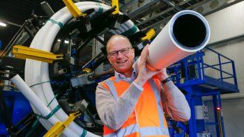 Vom Potenzial recycelter Kunststoffe überzeugt: Mark van Loon, Senior Vice President Corporate Sustainability & Innovation bei Wienerberger.   Foto: Marcel Rob