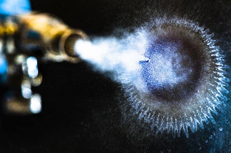 Die Tinte ermöglicht durch Aufsprühen auf eine Oberfläche eine billigere und einfachere Produktion von organischen elektronischen Geräten. | Foto: Thor Balkhed