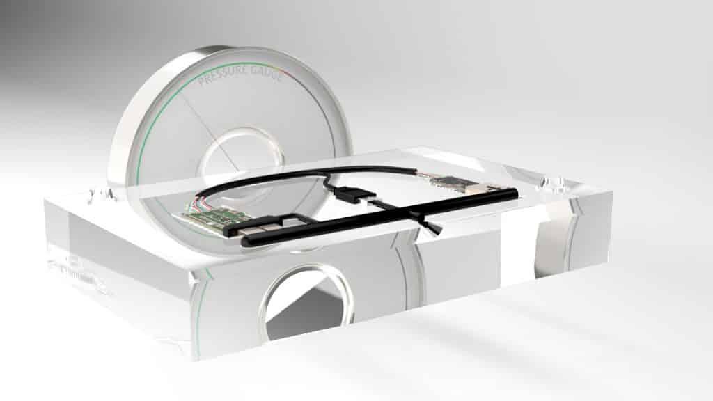 Niederdruckvergussvorgang: Offenliegende Elektronikteile werden in eine vorgefertigte Form eingesetzt. Mit Technomelt wird die Elektronik bei niedrigem Druck verkapselt. Nach der Verkapselung werden die Teile getestet und zur Endmontage transportiert. | Foto: Henkel