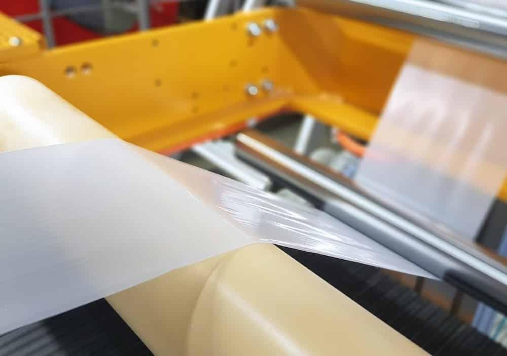 Herstellung einer biofunktionalisierten Folie im Verarbeitungstechnikum.   Foto: Fraunhofer IAP